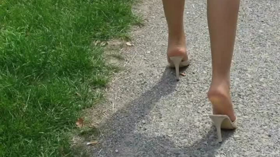 Beige Pumps Mules (1) Super Slow Motion (2)