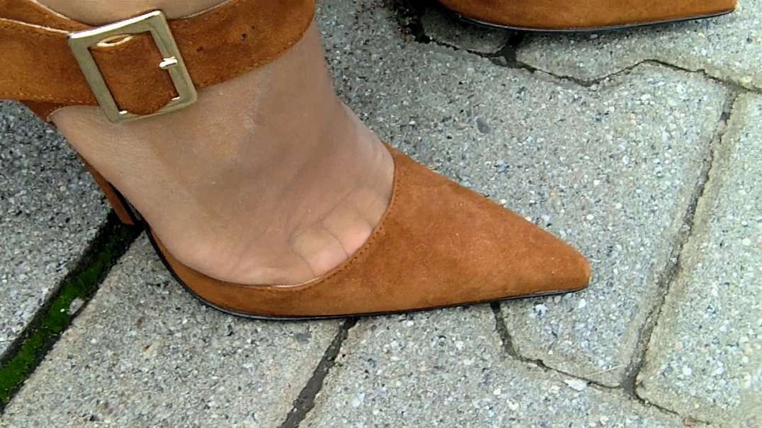 Brown Suede Ultra Pumps (15cm) with squeezed toes (toecleavage) (2)