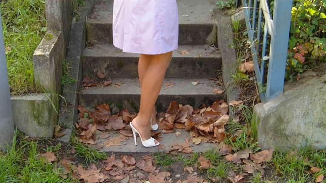 Champagne Vintage Mules (15cm) on stairs and street