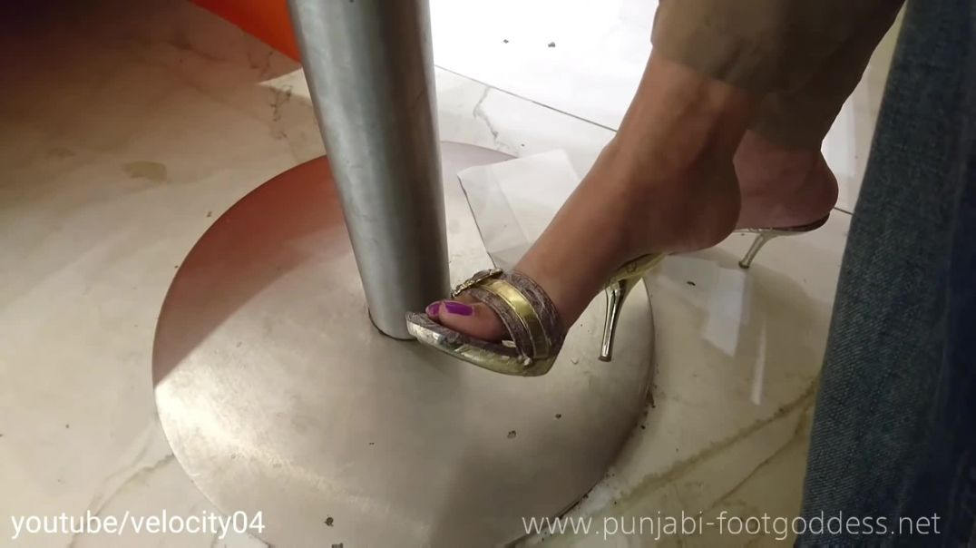 Punjabi Goddess - Candid undertable shoeplay in hot mules