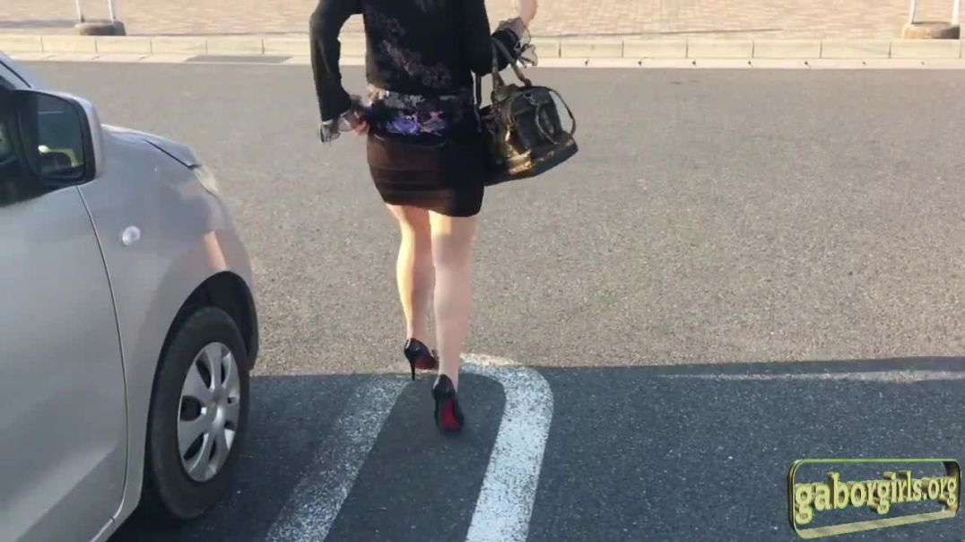 Real Japanese MILF in Louboutins do some shopping