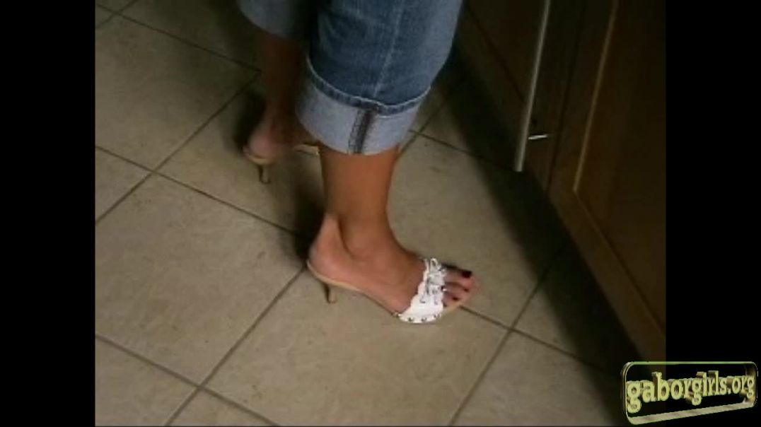 Sexy Zoccoli Shoeplay in Kitchen