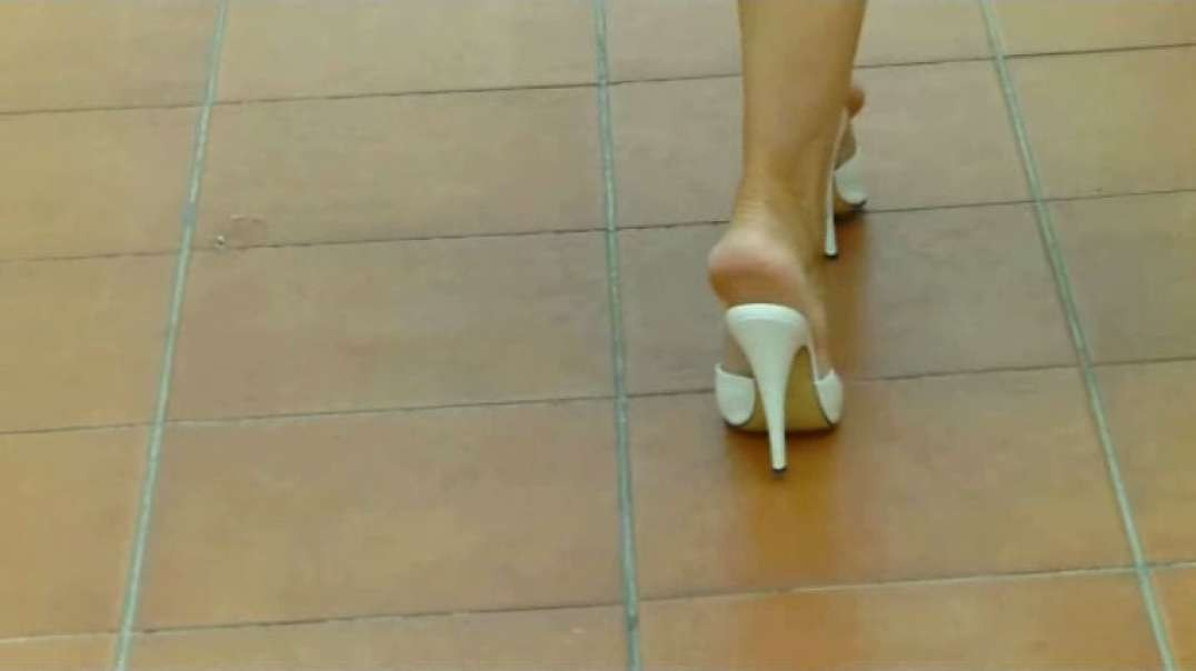 White Mules Tenerife (13cm) Slow Motion