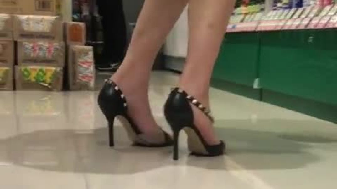 Sexy MILF in D' Orsay Pumps