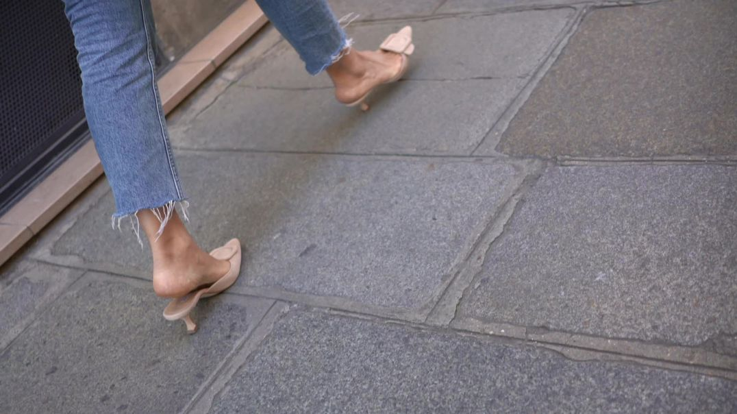 Street Candid - Sexy Pointy Mules from Paris  by paris75000 - SlowMo