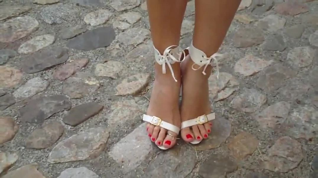 Super sexy Rednailed Feet in  Strappy Highheels
