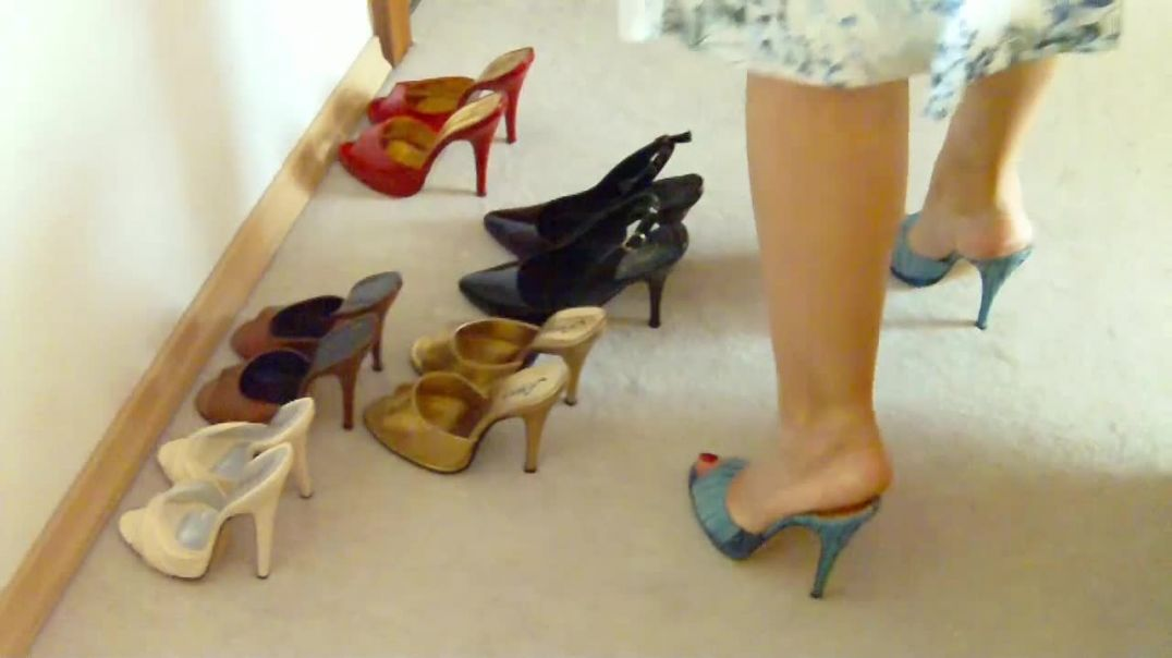 Blue Wave Mules (13cm) (5) and Marisa Pumps Mules (13cm) (3) with model train