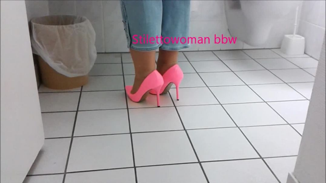 pink lack High Heels, walking, shoeplay