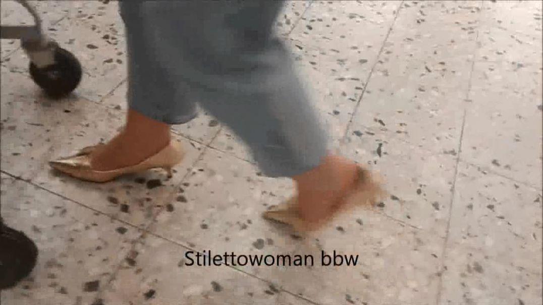 spezial walking, slapping, shoeplay