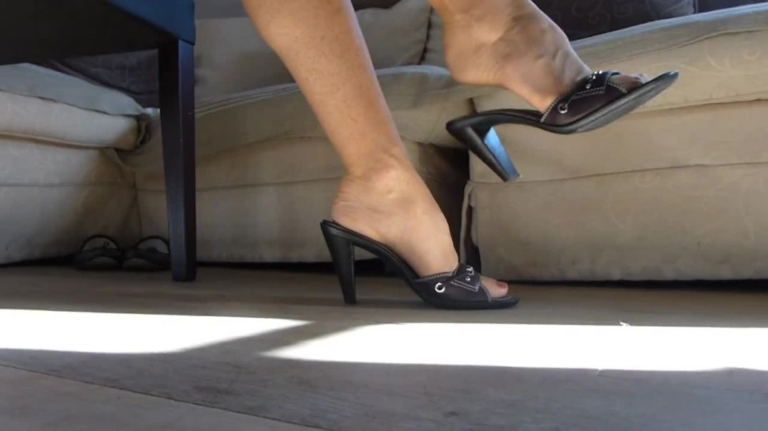 Super attractive secretary in sexy outfit playing with her Mules