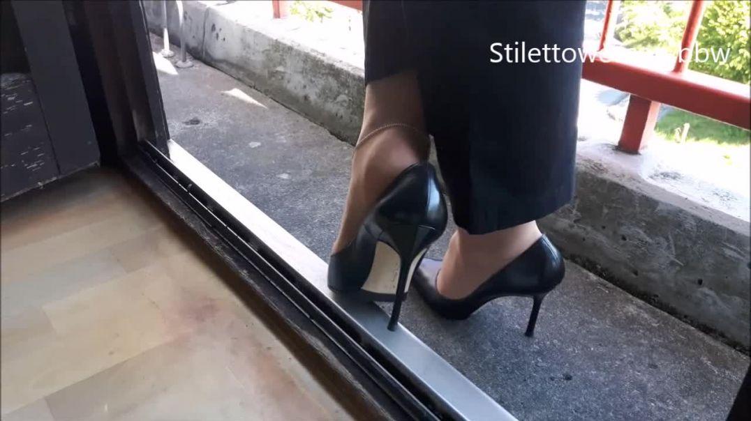 shoeplay und Popping mit schwarze 12cm High Heel Manolos