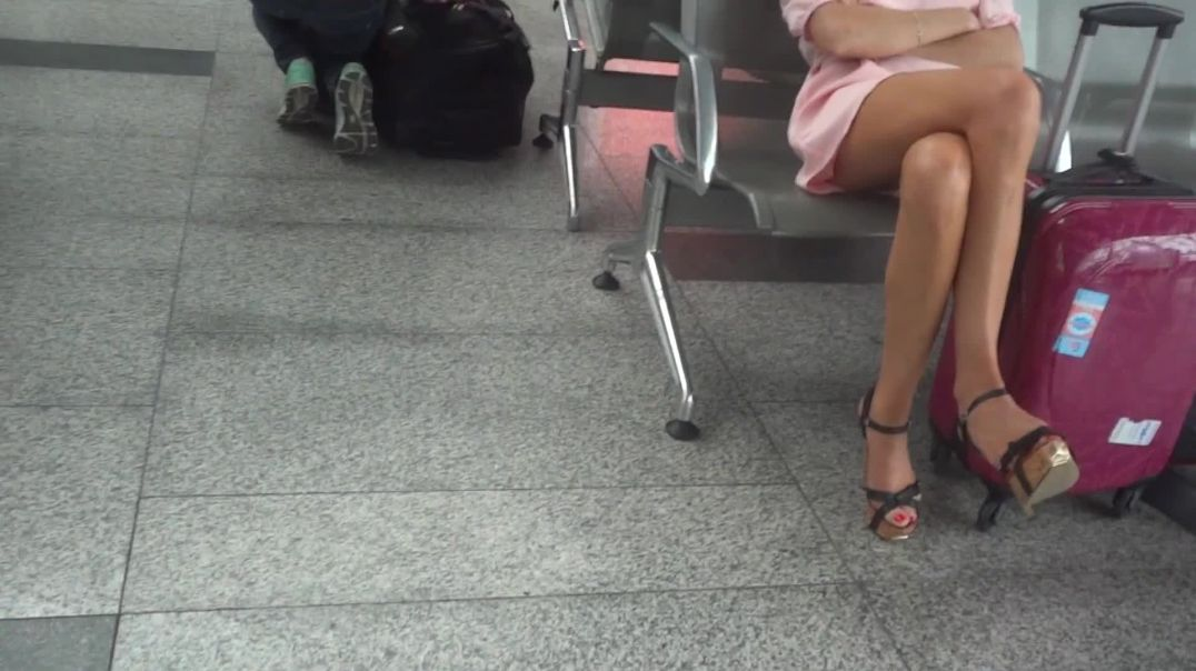 Candid Feet Strappy Highheels dangling at the Airport