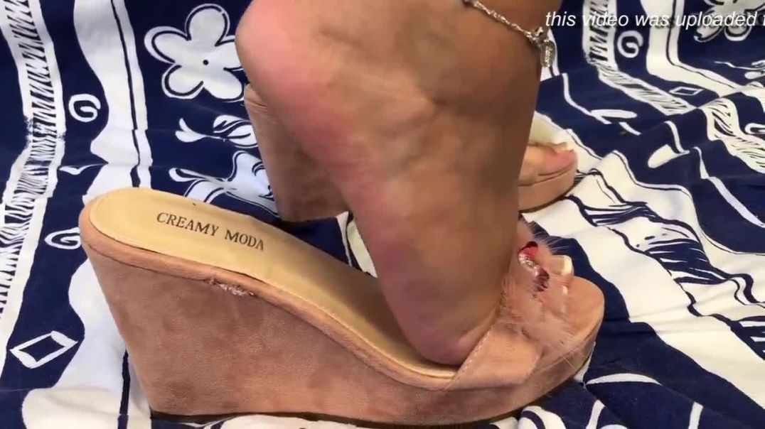 Mature Feet playing in sexy Wedges - SOLEMAN Edition