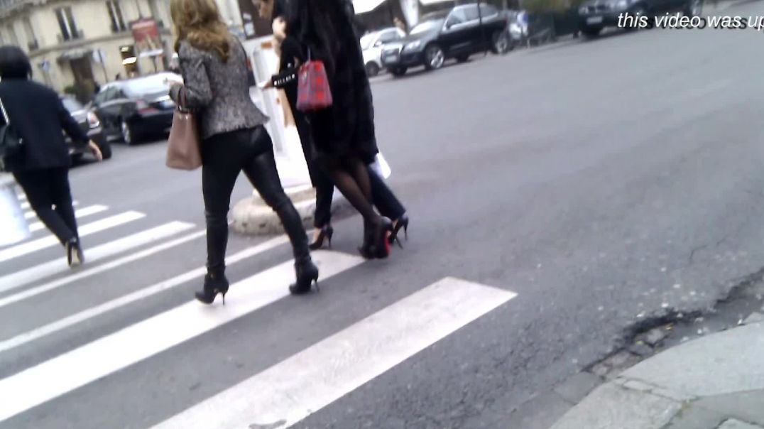 Street Candid - Italian Ladies in super high Louboutin Heels by Elegantes75