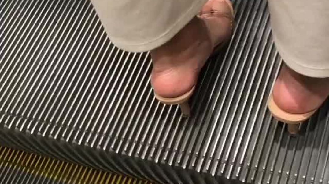 Street Candid - sexy Mules on Escalator filmed by Sweetie feet hk