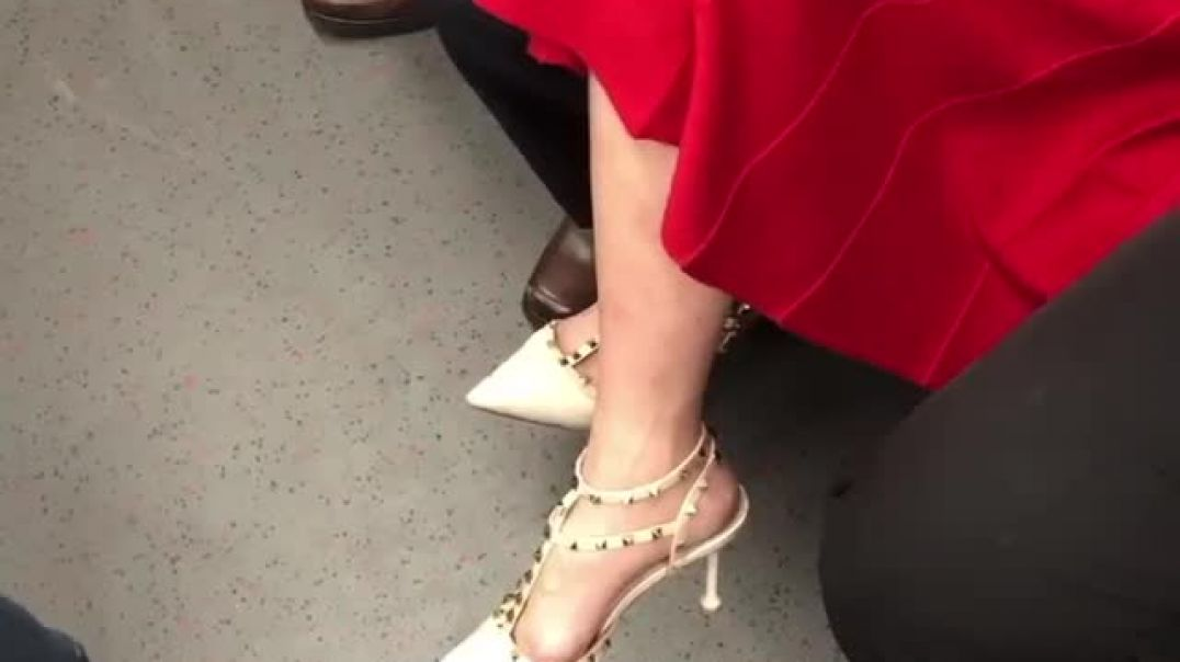 Street Candid - sexy Valentino Highheels filmed by Sweetie feet hk