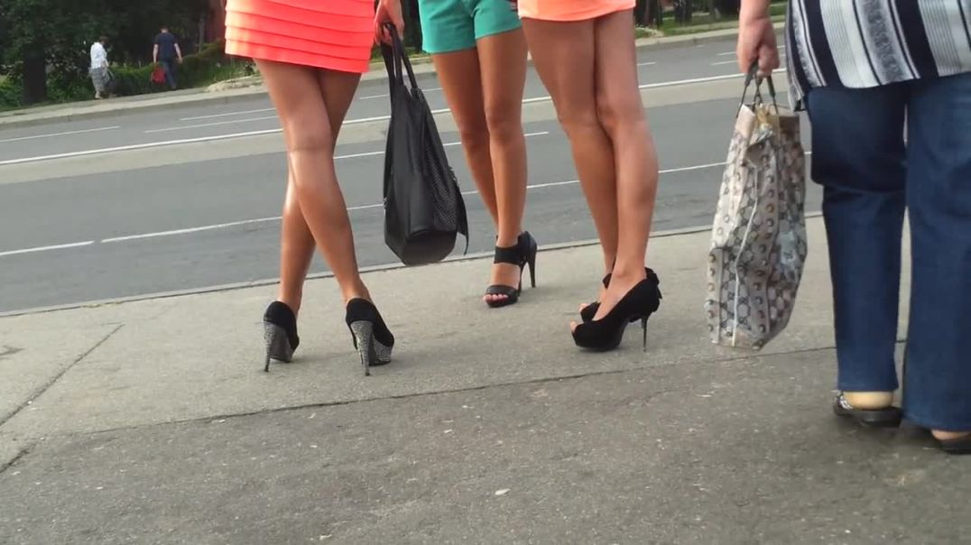Street candid - Russian girls in sexy stilettos
