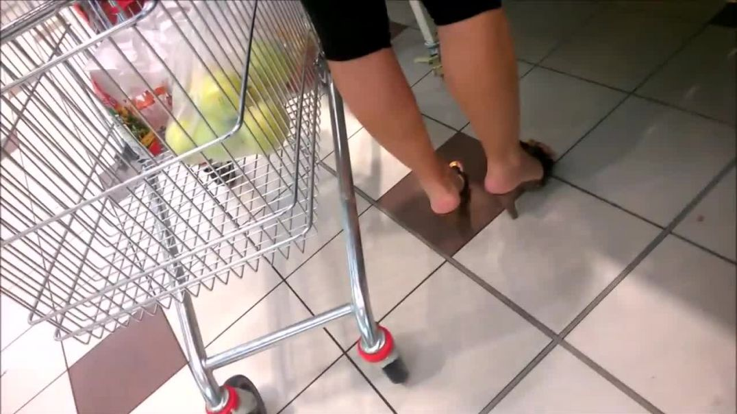 Street Candid - Shopping in High Heel Mules