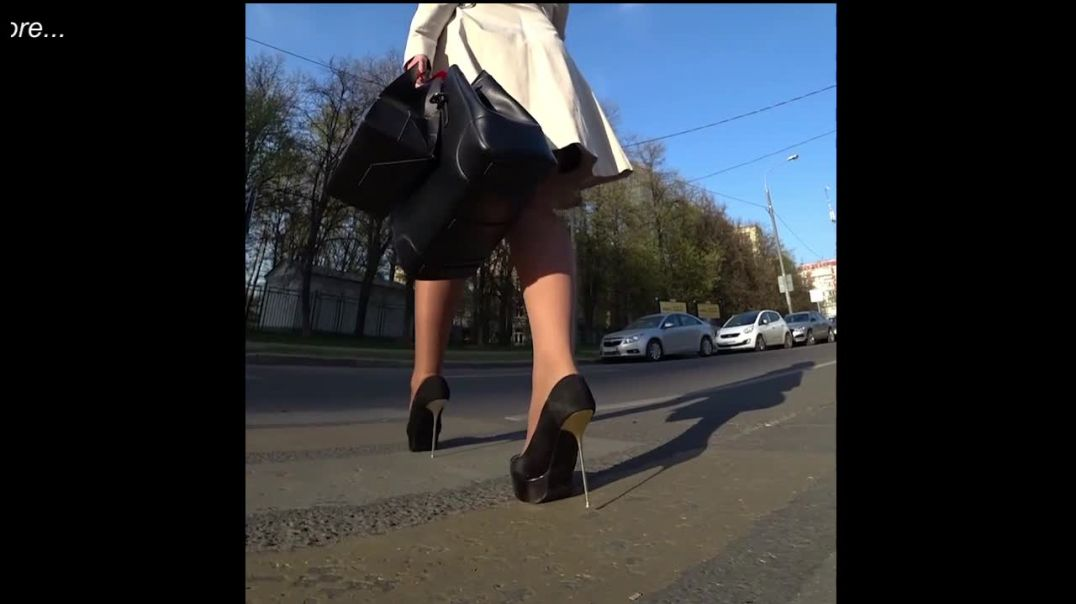 Street Candid  - Sexy Lady in Extreme Stiletto Heels