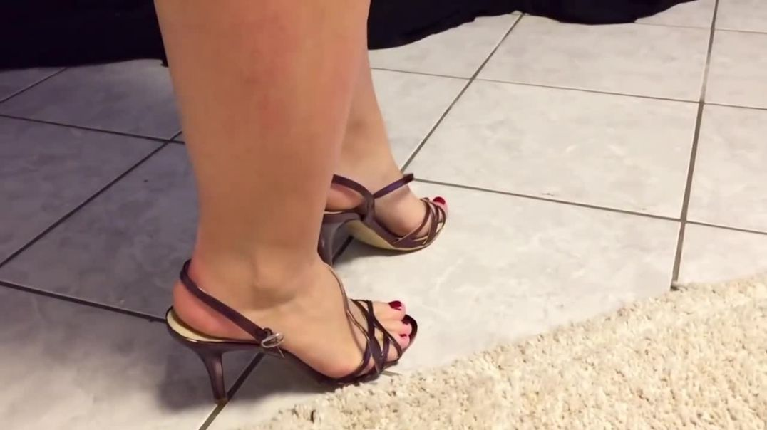 Nadjas sticky feet smack in her highheels sandals