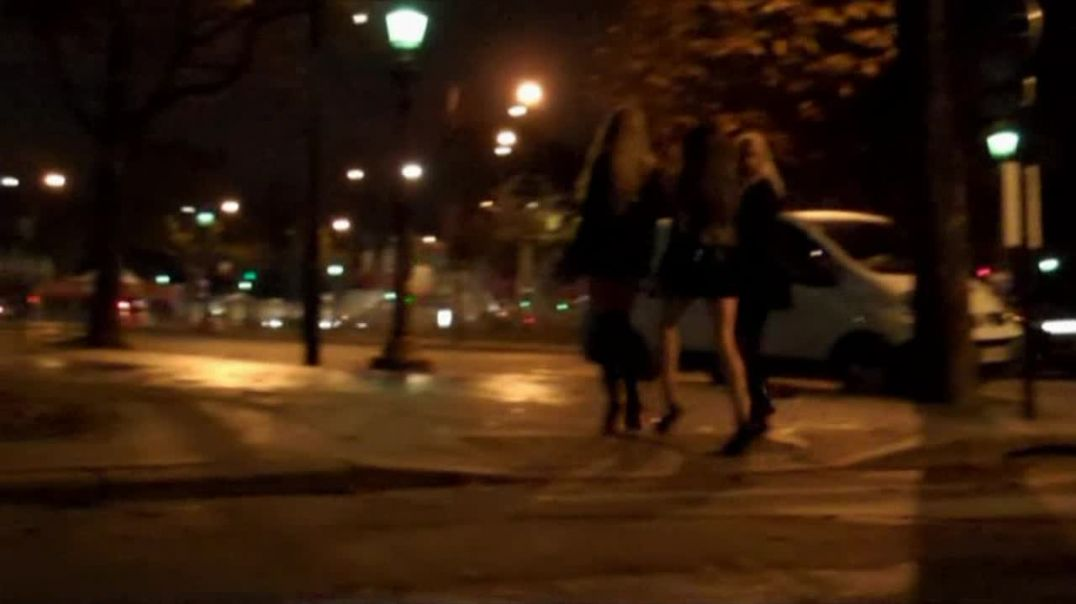 Street Candid - group of sluts honk and insult guys