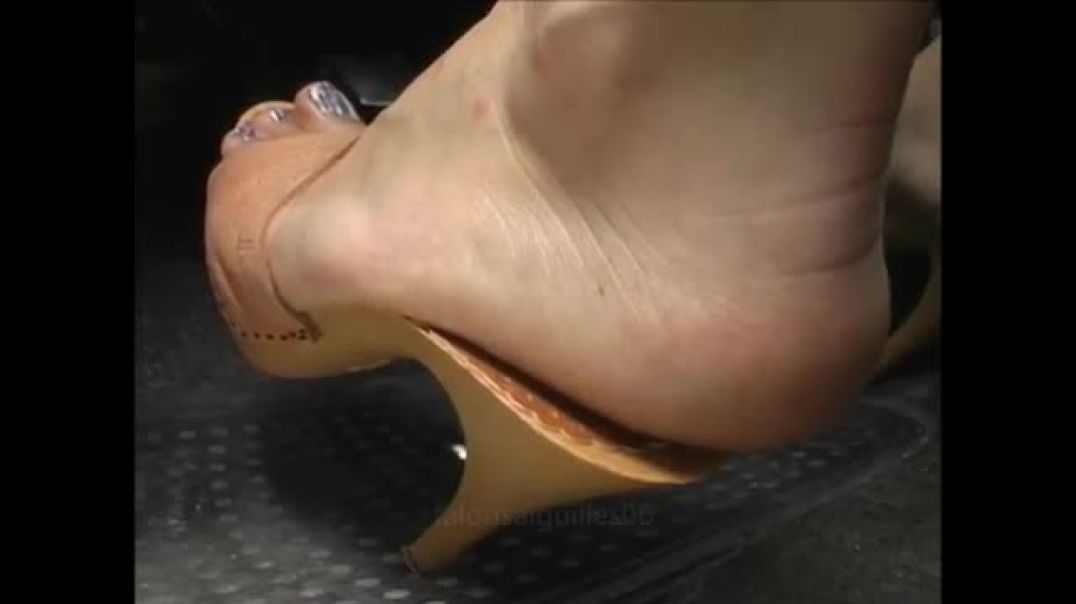 Zoccoli - driving in high heel Mules by Stilettoheels06