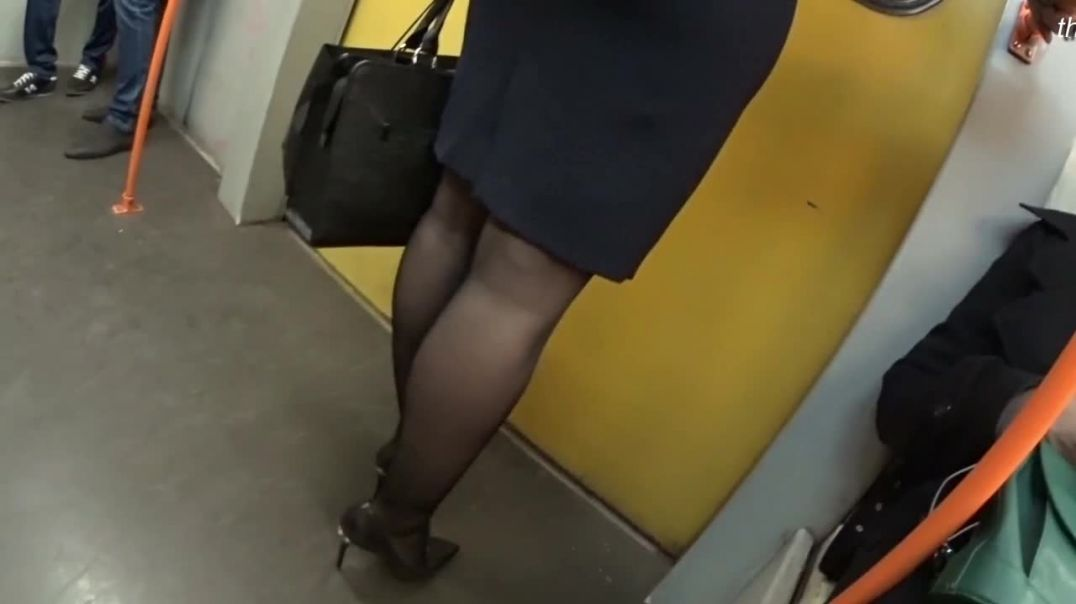Street Candid - sexy Russian MILF in Stiletto High Heels