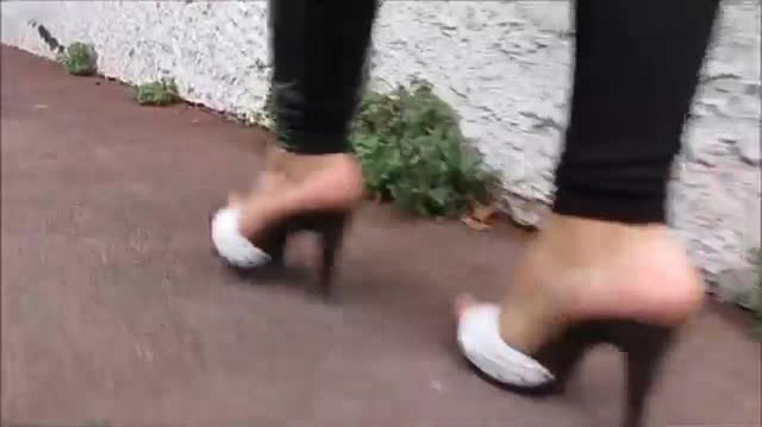 MULE HEELS WALKING (STILETTOHEELS06)