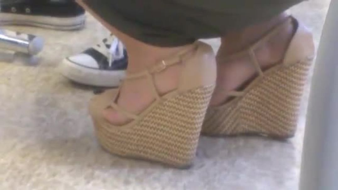 TEACHER BEIGE WEDGES