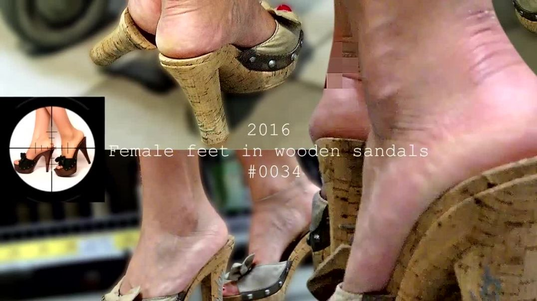 #0034 Candid Sexy Wooden Mules (Zoccoli) at the Super Market by Forest Feet