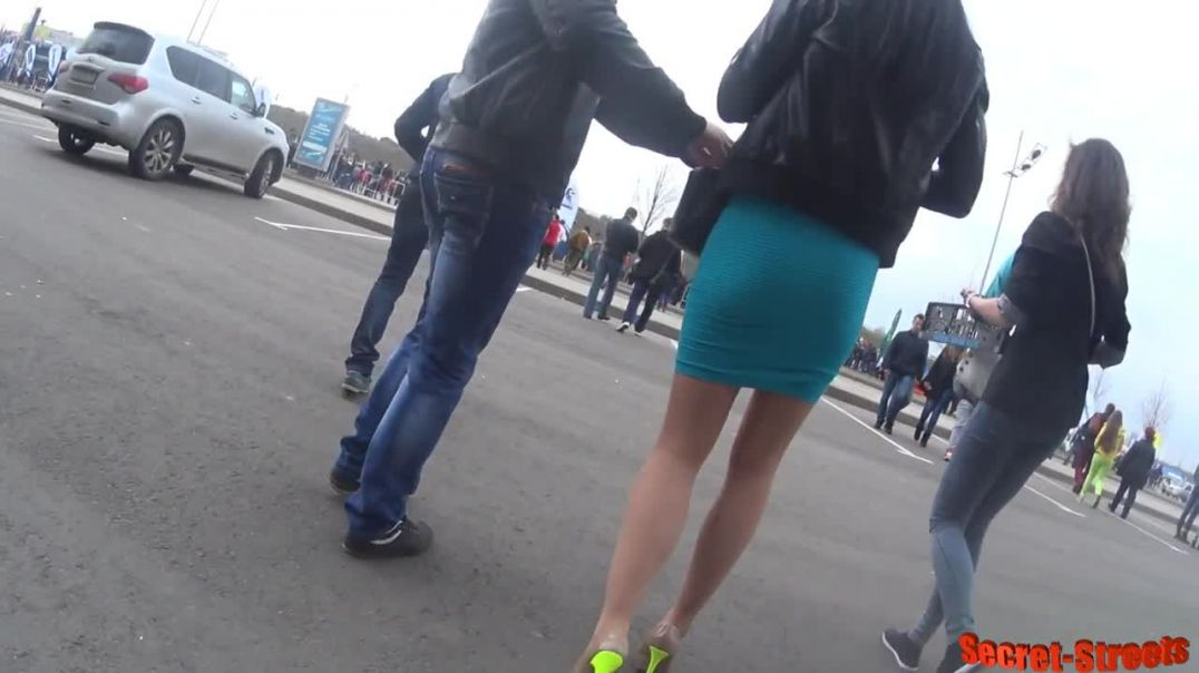 Street Candid  - Russian Lady in Hot Stiletto Heels