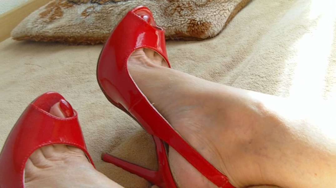 Red Slings (14cm) with black dress (cleavage)