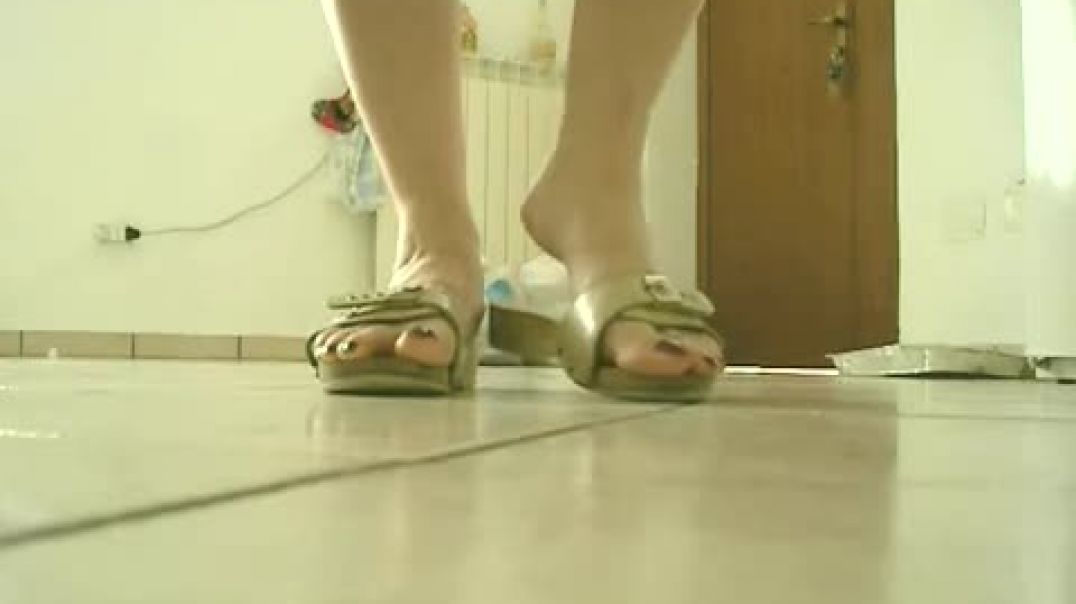 Scholl Sandals BEIGE WIFE IN KITCHEN