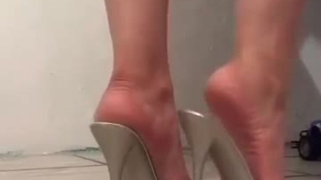 Presenting sexy Silver Mules