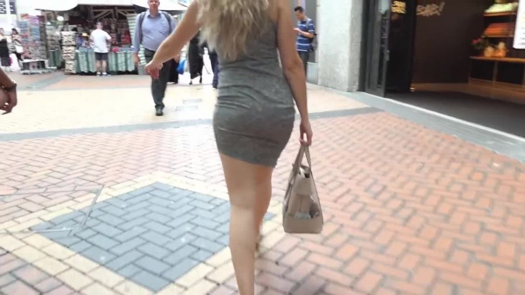 Street Candid  - Gorgeous Blonde Candid Tigh Dress