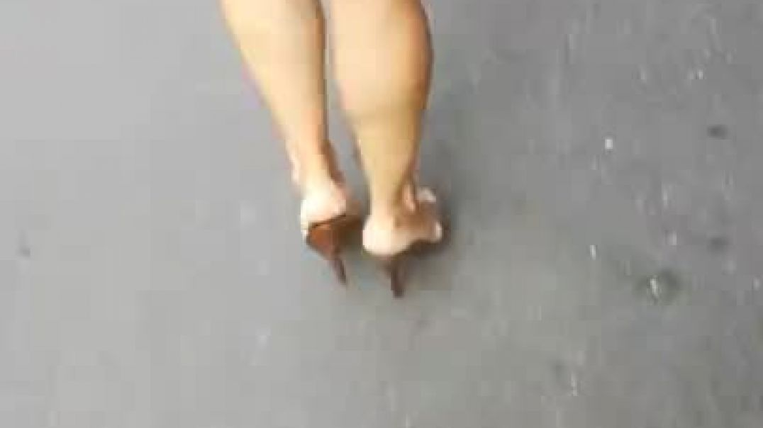 Street Candid - Sexy Mules in motion - Oh oui oui !!!!!!