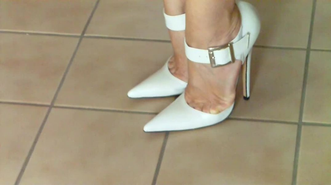 White Ultra Pumps (15cm) with squeezed toes (toecleavage) (2)