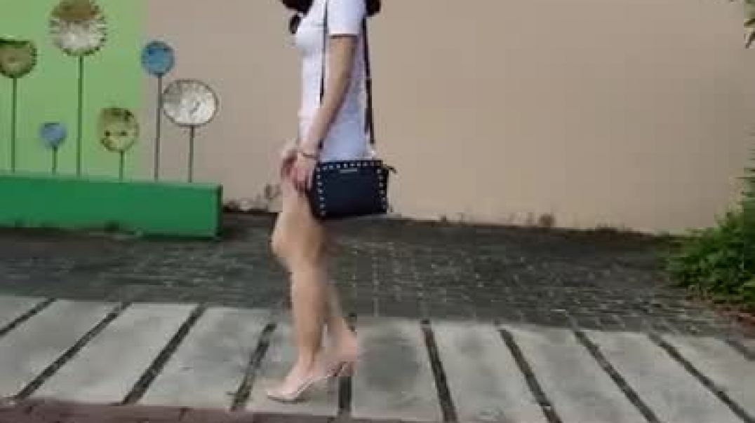 DRESS SEXY ASS GIRL WALKING IN THE STREET