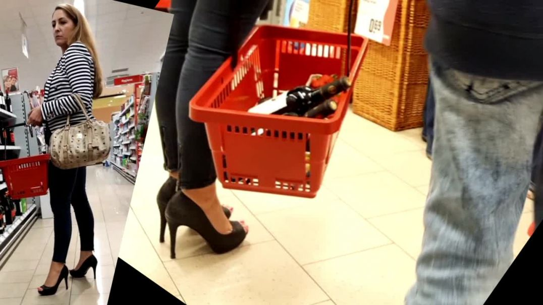 Supermarket Candid - Sexy Blonde in Peeptoe High Heels