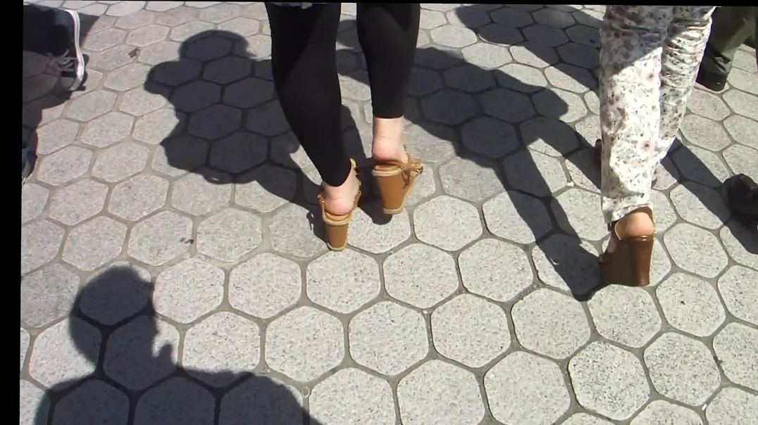 Wedges with Squashed Straps