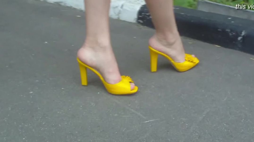 Street Candid  - Russian Lady in high heeled Mules