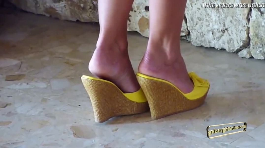 Sexy yellow Wedges