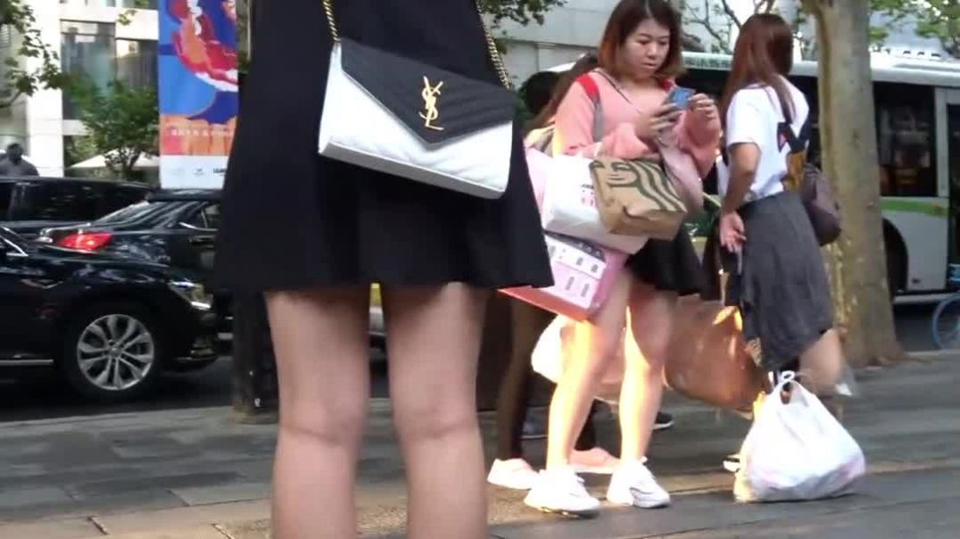 Street Candid  - Asian Girl in sexy Mules strolling around