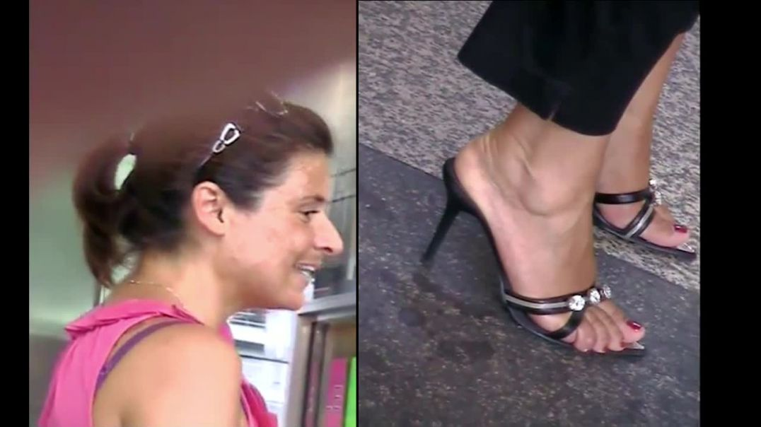 Street Candid - Italian Girl in very Sexy Mules by Tacchialtissimi
