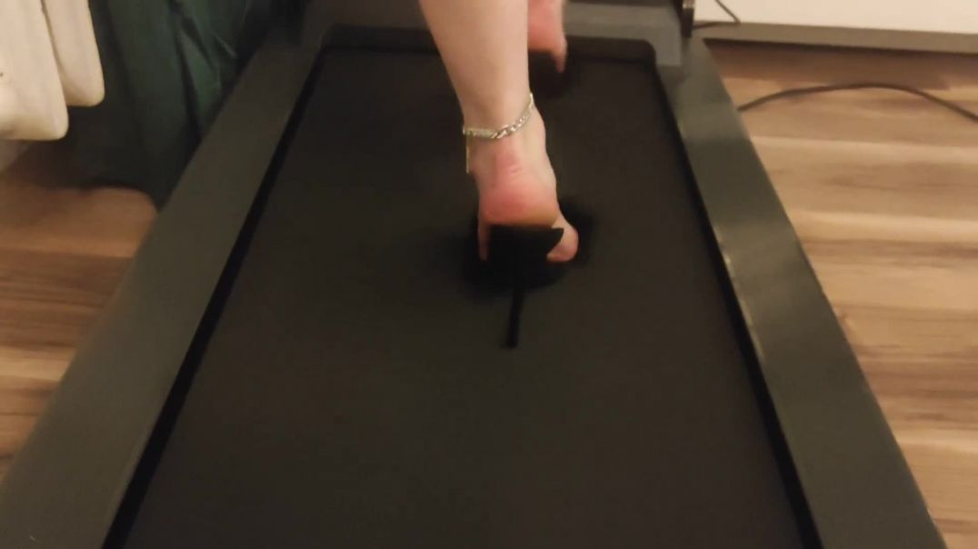 Walking in High Heels Mules on Treadmill