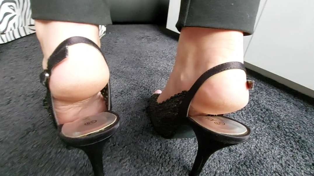 Pipa shows her mature sexy Feet in Slingback Heels and Highheeled Wedges - alot of slapping Soles
