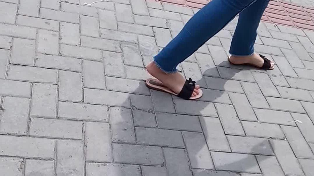Street Candid - Super Slowmo in Flip-Flops