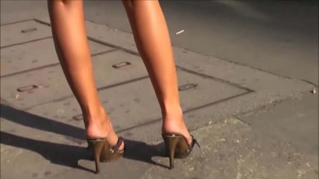 Street Candid Gorgeous Sexy Lady in High Heel Mules