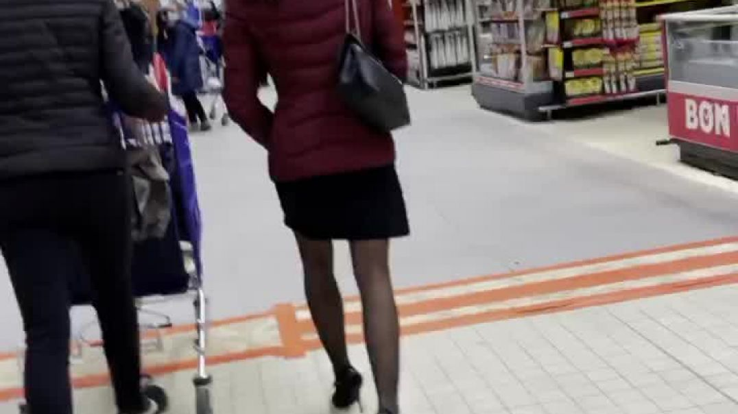 Candid Redhead Mlif with sexy legs is shopping in High heels