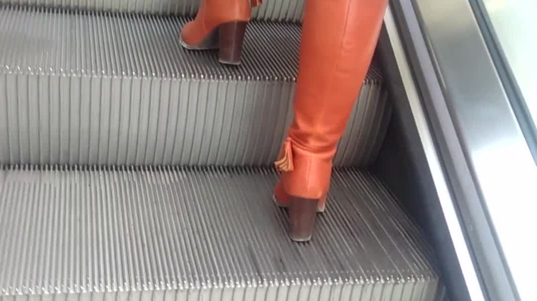 Street Candid - Mature in orange boots